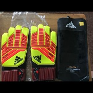 Soccer predator gloves Adidas